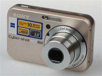 Sony N2 a objektivem zepředu