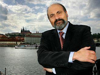 Halík k výstavě: Tělo není zavazadlo, ctíme je - iDNES.cz