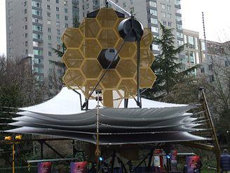 Model teleskopu JWST