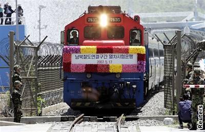 Severní a Ji�ní Koreu spojil vlak