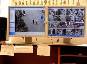 Prozkoumali jsme kamerovou ochranu Karlova mostu