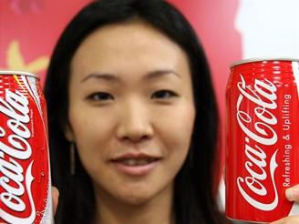 Coca-Cola prý dokáže rozpustit minci, zuby, nehty a vlastně cokoli.
