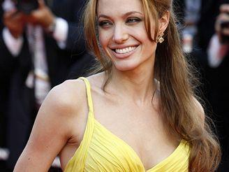 Angelina Jolie na filmovém festivalu v Cannes