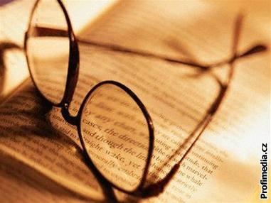Kniha, brýle, �tení