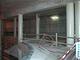 Pohled z galerie na pravé nástupiště ve stanici Prosek