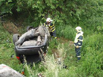 Hasiči zasahují u dopravní nehody u Hrabyně na Opavsku