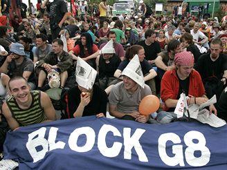 Protesty proti summitu G8