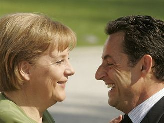 Merkelová a Sarkozy během summitu G8