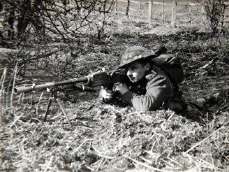 Jan Bačík během výcviku v Anglii v roce 1940