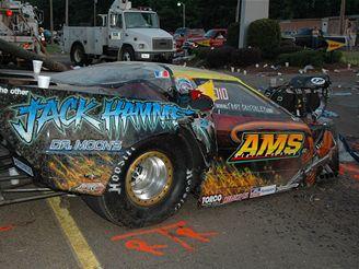 Závodní auto najelo v Selmeru v Tennessee do diváků
