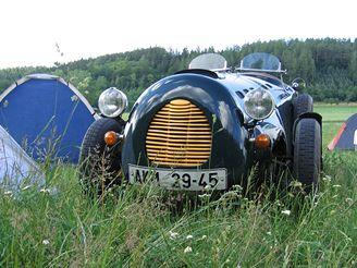formule, podvozek a motor má z Citroënu 2CV