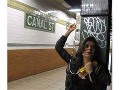 Hra ve stanici Cannal Street v New Yorku