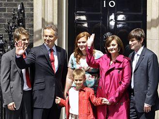 Tony Blair s rodinou v den, kdy rezignoval na post britského ministerského předsedy