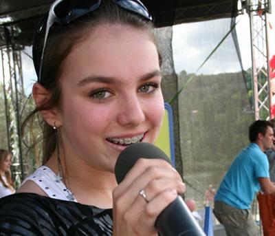 Kliknutím zobrazíte větší formát - Ewa Farna na třetím ročníku ankety Jetix Kids Awards televizní stanice Jetix