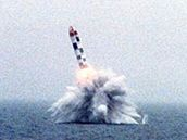 Raketa Bulava vystřelená z jaderné ponorky.