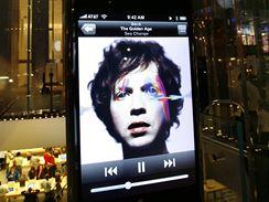 Apple store s velkým modelem iPhone