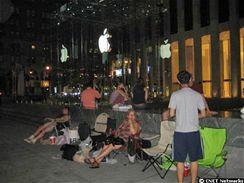 Fronty na Apple iPhone se již tvoří