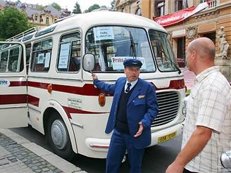 MFFKV - příjezd autobusu na počest filmu Florenc 13:30