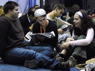 MFFKV - mladí návštěvníci čekají na projekci