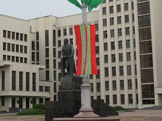 Leninova socha před budovou vlády