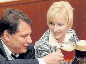 http://i.idnes.cz/07/071/cl/VOT1c1873_Paroubek_Kovacova.jpg