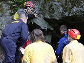 Záchrana potapěče z Jedovnického potoka u jeskyně Býčí skála