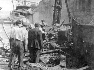 Po vykolejení tramvajového vozu strašný náraz na ocelový sloup, psal dobový tisk.