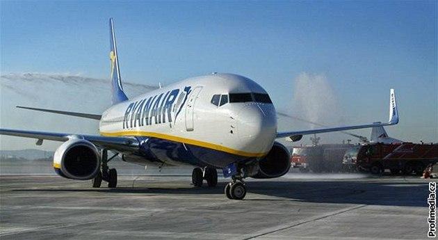 Ryanair se nechal inspirovat �ínskou spole�ností Spring Airlines, která u� �ádá ú�ady o povolení let� s cestujícími ve stoje.