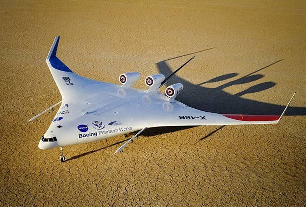 Jako z Hvězdných válek - pokusný model pod označením X-48B na základně Edwards v Kalifornii. První start se chystá, zatím bude dálkově řízen ze země.