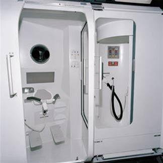 Vesmírná toaleta za 400 miliónů korun