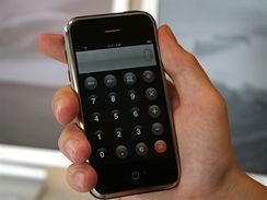 Vyzkoušeli jsme iPhone. Je k vidění v Česku.
