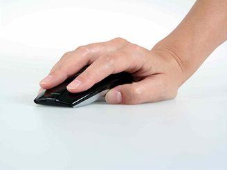 Myš Logitech MX Air v ruce
