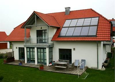 Solární kolektory lze využít pro ohřev teplé vody a přitápění