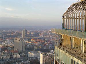Budova Centrotextu nad stanicí metra Pražského povstání a Hotel Corinthia Towers