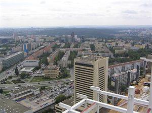 Hotel Corinthia, v pozadí Raifaissen bank, Česká spořitelna, budova s modrým pruhem je Generální ředitelství cel