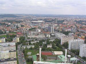 Sídliště Pankrác,Budova Centrotexu a hotel Corinthia Towers, v pozadí  Petřín, Pražský hrad