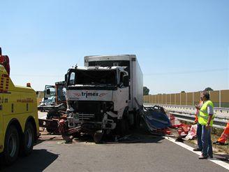 Nehoda tří vozidel na D1 mezi Ivanovicemi na Hané a Kroměříží