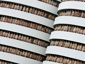 Američan Spencer Tunick se proslavil focením naháčů po celém světě.