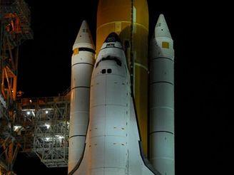 Raketoplán Endeavour připraven k letu STS-118