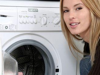 pračka, koupelna, žena