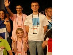 Dominika Sedlaczková a Aleš Šturala (v rùžovém) tìsnì po oznámení postupu mezi 12 nejlepších