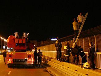 přemlouvání sebevraha na Nuselském mostě, srpen 2007