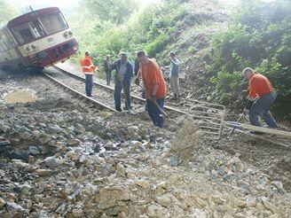 Na Chomutovsku vykolejil kvůli dešti vlak