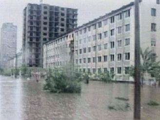 Televizní záběry ukazují ničivé následky povodní v Severní Koreji