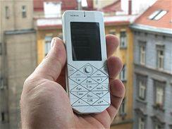 Nokia 7500 živě