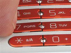 Sony Ericssonu W580i se lámou klávesy