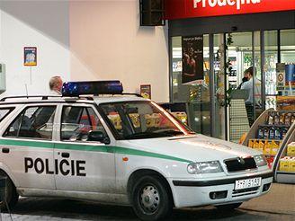 přepadení benzinky v Plzni