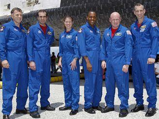Posádka Endeavouru u raketoplánu