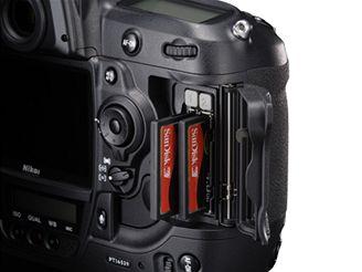 Dva sloty pro karty (Nikon D3)