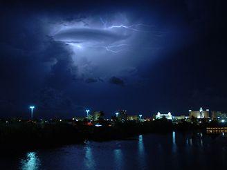 Hurikán Dean očekávají v mexickém Cancúnu